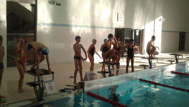 Z przyjemnością informujemy o rozpoczęciu treningów, na nowej pływalni Uniwersyteckiego Centrum Sportowego UMK przy ul. Św. Józefa 17. W dniu 4.10.2013 grupa 32 zawodników MTKP Delfin Toruń zainaugurowała zajęcia na […]
