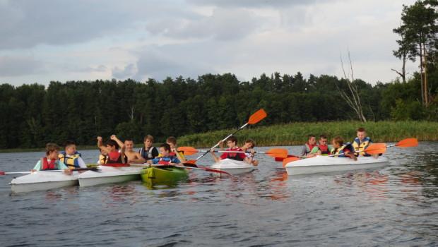 """Zarząd Klubu """"MTKP Delfin Toruń"""" organizuje obóz sportowo-rekreacyjny dla dzieci i młodzieży w terminie 17 – 26 sierpnia 2014r. (9 dni) MIEJSCE OBOZU: Ośrodek Wypoczynkowy STEPOL w Bachotku na Pojezierzu […]"""