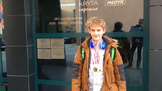 W dniach 4-5.11.2017 nasz zawodnik Hubert Brończyk, startował w Giżycku w zawodach z okazji Święta Niepodległości. Wykazał się dużą skutecznością bo w każdym z 4 zgłoszonych startów zdobył medal, razem […]
