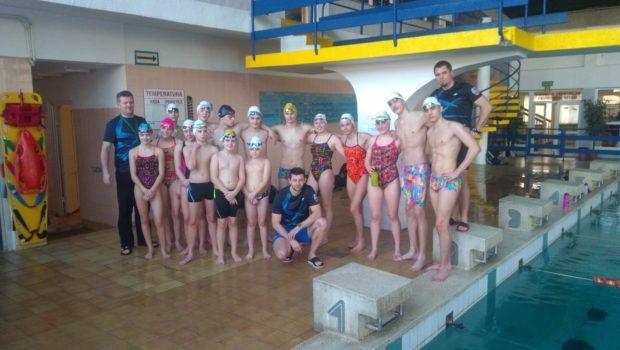 W związku planowaną modernizacją i rozbudową basenu na ul. Bażyńskich w dniach 29-30.12.2017 r. trenerzy wraz z zawodnikami naszego klubu zorganizowali zajęcia otwarte w ramach uroczystego pożegnania basenu MOSiR. W […]