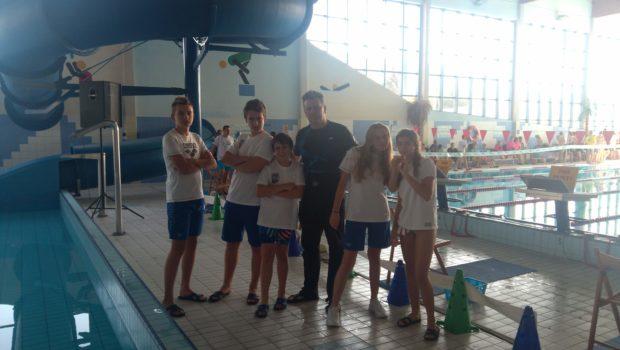 Pierwszy sportowy sprawdzian pływacki w tym sezonie nasi zawodnicy mają już za sobą, w dniu 6.10.2018 uczestniczyliśmy w zawodach, które odbyły się w Wąbrzeźnie. Ten pierwszy test wypadł znakomicie, na […]
